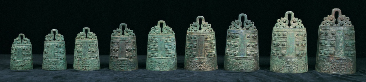 Sets of Graded Po Bells with Interlaced Snake Decor