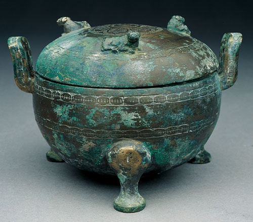 Ting Cauldron with Shell Decor